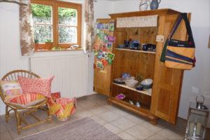 Verkaufsraum mit Grußkarten, Keramik und Taschen
