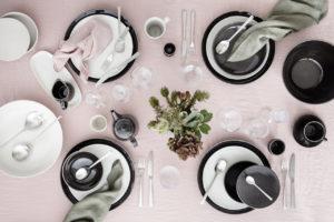 Geschirr, Gläser, Besteck und Tischwäsche