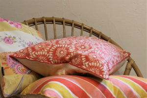 Kissen in frischen Sommerfarben