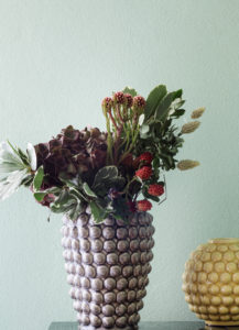 Vase mit Herbststrauß