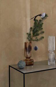 Vase mit Zweig